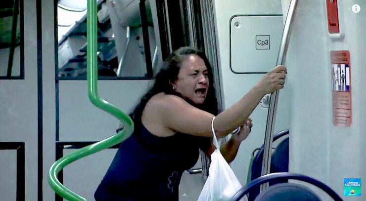 Brazilian Zombie Train Prank 03.