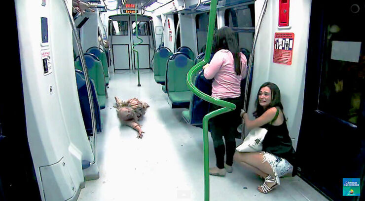 Brazilian Zombie Train Prank 05.