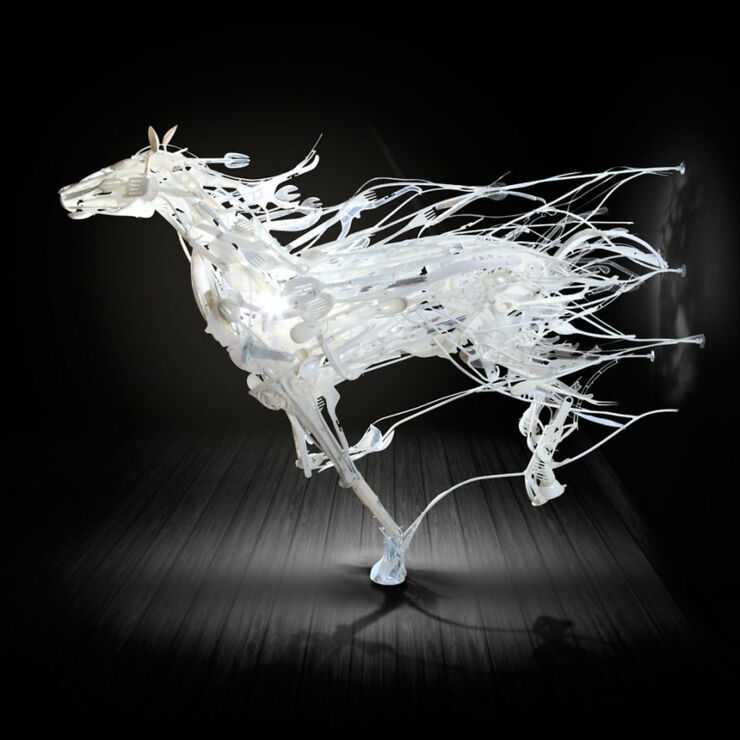 Sayaka-Ganz-makes-animals-in-motion-from-reclaimed-plastic-objects-57a9a2ab9edaa__880 (1)