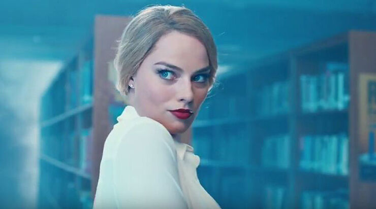margot-robbie-Sexy-librarian