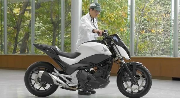 Robotic-motorbike-can-drive-without-a-rider-and-balance-on-its-own (1)