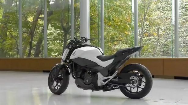 Robotic-motorbike-can-drive-without-a-rider-and-balance-on-its-own (4)