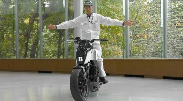 Robotic-motorbike-can-drive-without-a-rider-and-balance-on-its-own