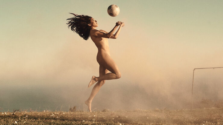 Naked Athletes Christen Press_01b.
