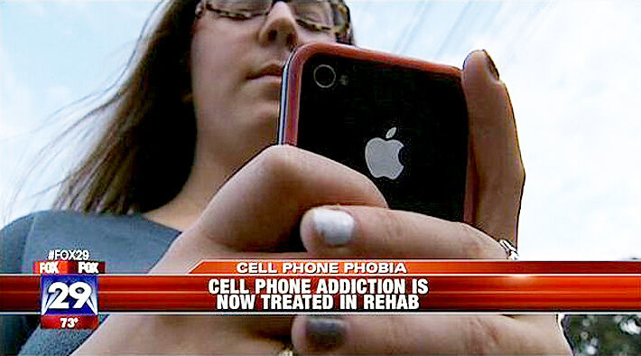 Photos That Highlight Our Ridiculous Cell Phone Addiction - 99.