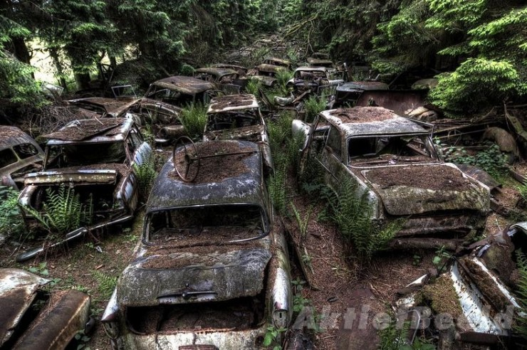 The Abandoned Chatillon Car Graveyard Looks Like Scenes From A Post-Apocalyptic Movie - 01.