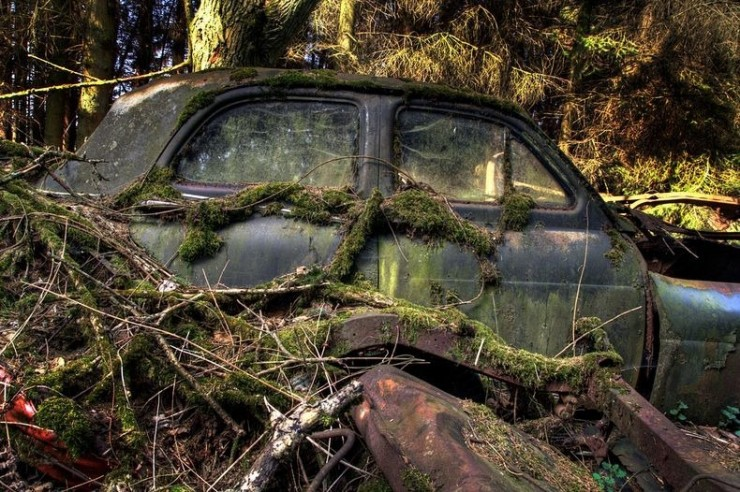 The Abandoned Chatillon Car Graveyard Looks Like Scenes From A Post-Apocalyptic Movie - 05.