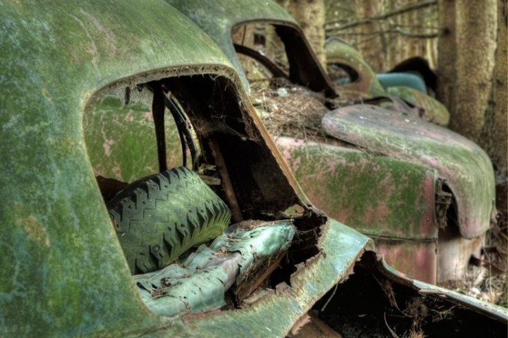 The Abandoned Chatillon Car Graveyard Looks Like Scenes From A Post-Apocalyptic Movie - 07.