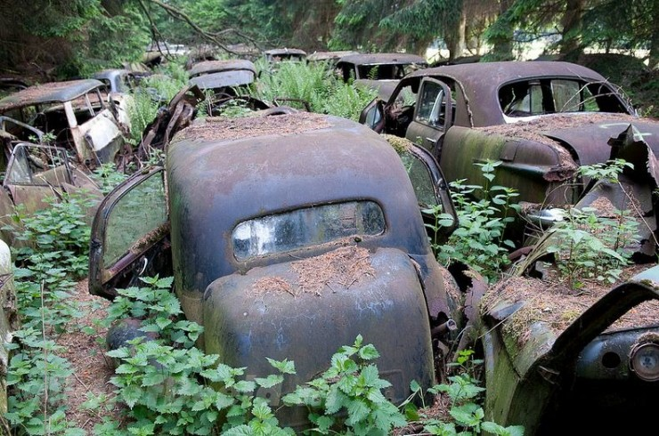 The Abandoned Chatillon Car Graveyard Looks Like Scenes From A Post-Apocalyptic Movie - 10.