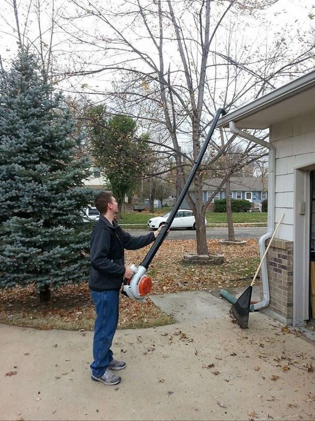 Use a leaf blower and PVC pipes to clean gutters without a ladder (7 of 50)