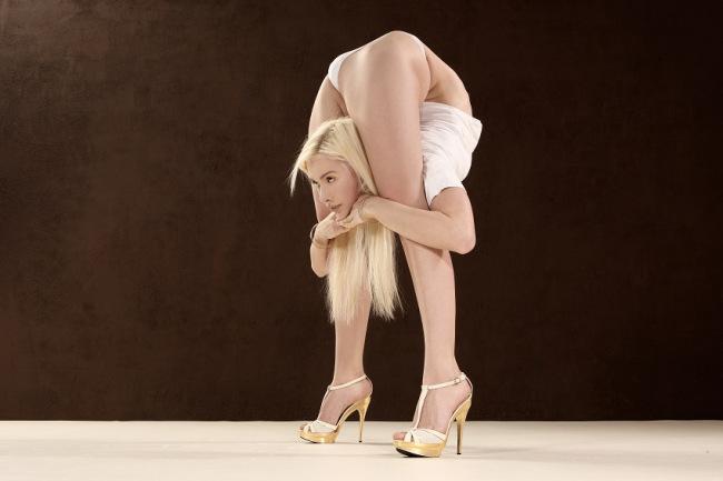 Julia Gunthel (Zlata) The World's Most Flexible Woman - 10.