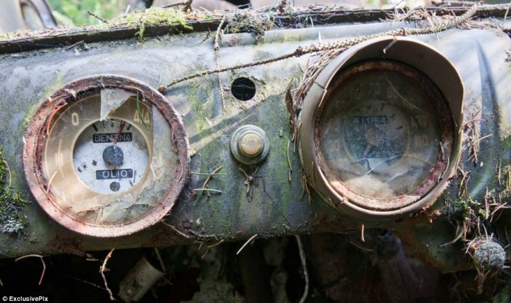 Photos From Abandoned Chatillon Car Graveyard - 03.