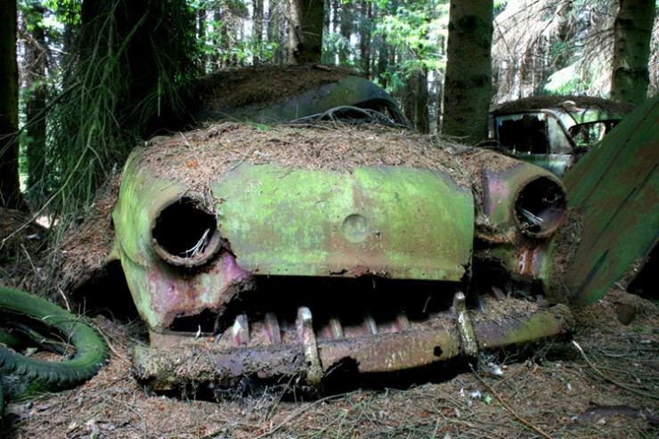 Photos From Abandoned Chatillon Car Graveyard - 07.