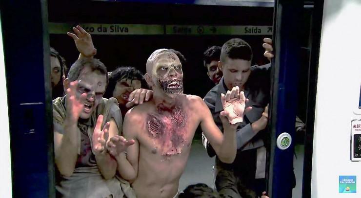 Brazilian Zombie Train Prank 04.