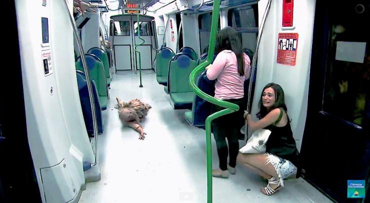 Brazilian Zombie Train Prank 05.
