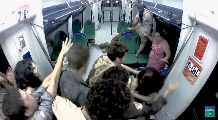 Brazilian Zombie Train Prank 06.