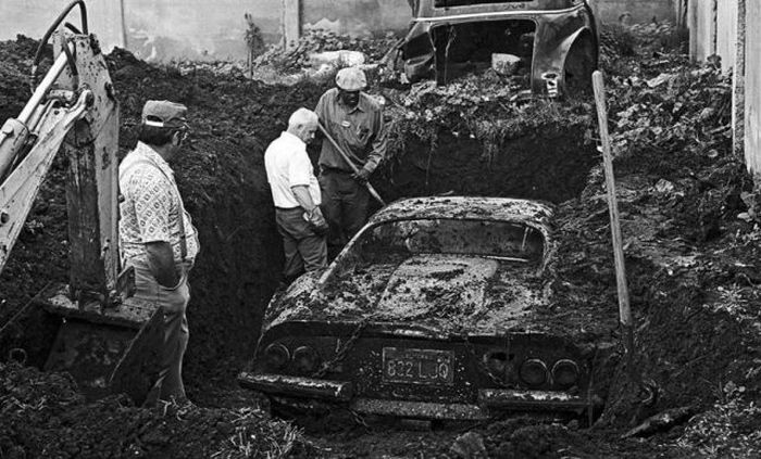 Buried 1974 Ferrari Dino 01.