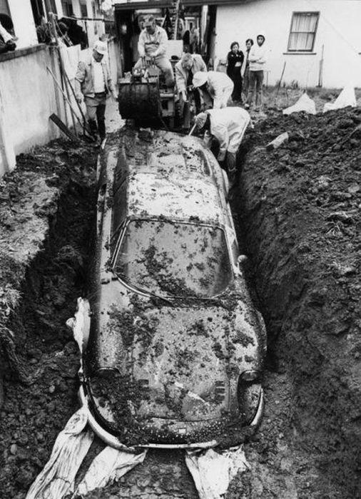 Buried 1974 Ferrari Dino 03.