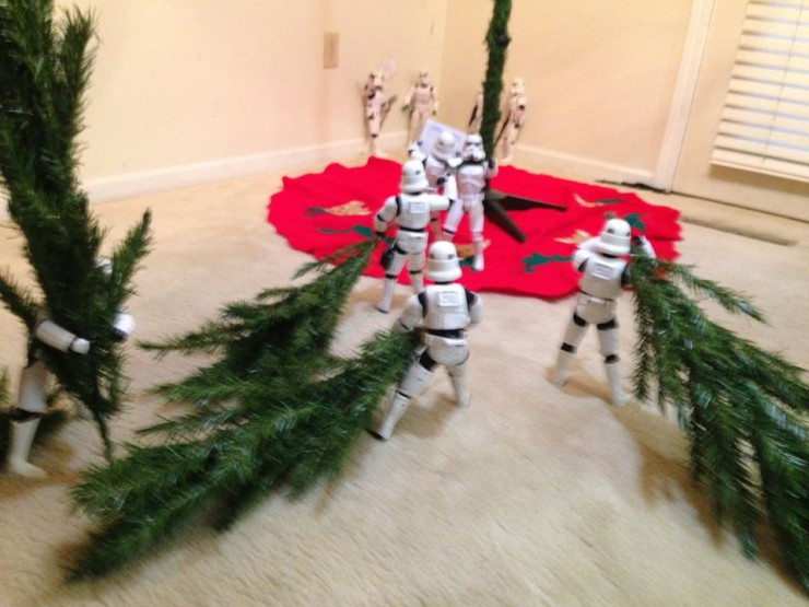 Stormtroopers put up the xmas tree 06.