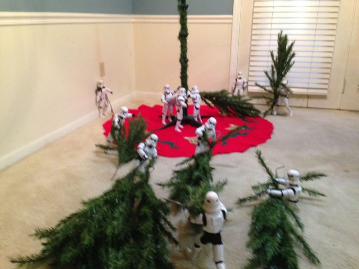 Stormtroopers put up the xmas tree 07.