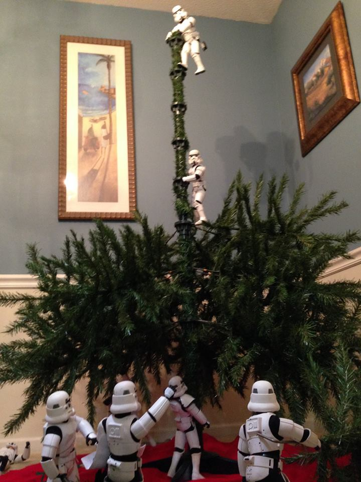 Stormtroopers put up the xmas tree 10.