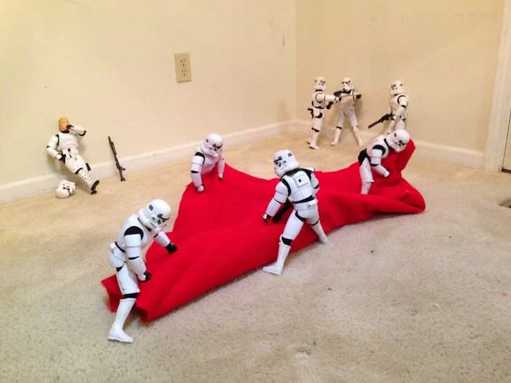 Stormtroopers put up the xmas tree 02.