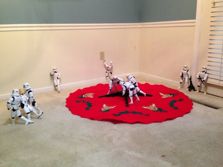 Stormtroopers put up the xmas tree 04.