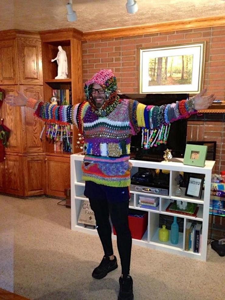 awful xmas sweaters 09.