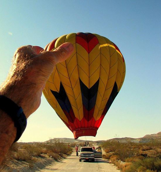 forced perspective photography ideas 27.