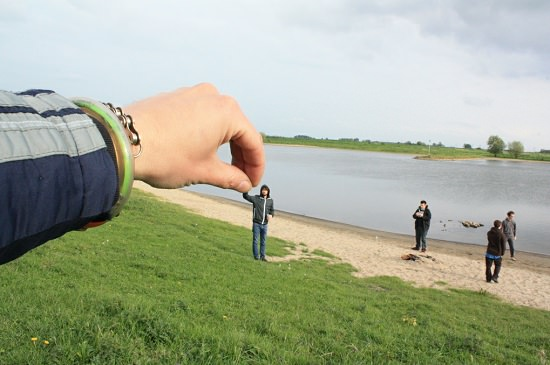 forced perspective photography ideas 43