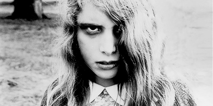 Zombie Movies Night of the Living Dead Mistake 04.